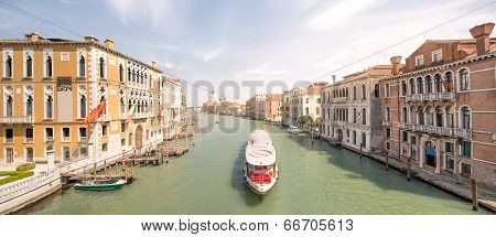 View of the grand canal with vaporetto and boats