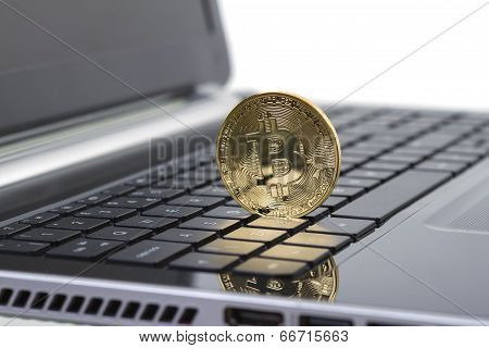 Photo Golden Bitcoin (new Virtual Money )