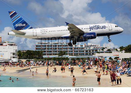 Jetblue Airbus A320 Landing St. Maarten