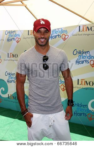 LOS ANGELES - JUN 14:  Ricky Whittle at the Children Mending Hearts 6th Annual Fundraiser at Private Estate on June 14, 2014 in Beverly Hills, CA