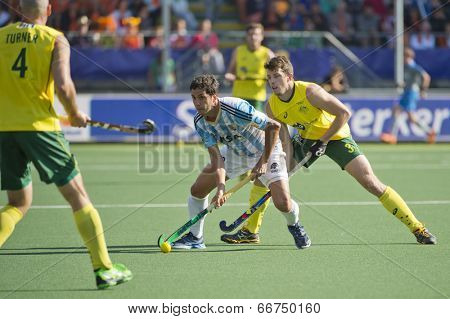 THE HAGUE, NETHERLANDS - JUNE 13: Australian Orchard challenges Argentinian Captain Rey for the ball during the semi finals match of the World Championships hockey 2014
