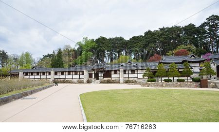 Gangneung, Korea - April 19, 2014: Seongyojang, Country House Built And Owned By A Prominent Yangban