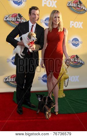 LOS ANGELES - NOV 22:  Jerry O'Connell, Rebecca Romijn at the FOX's