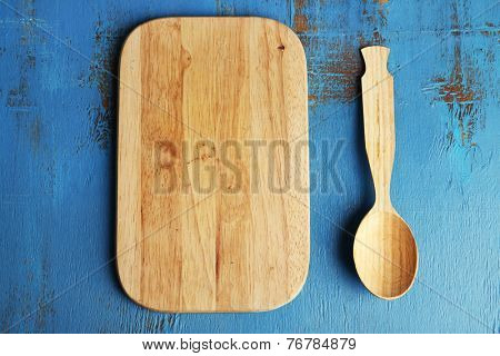Empty cutting board on wooden background
