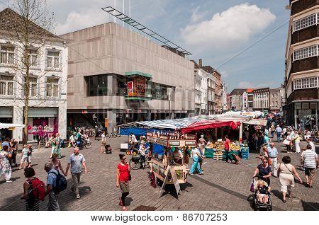 Sunny weekend in 's-Hertogenbosch Market Square