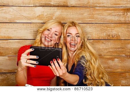 Sisters Communicate In Social Networks, Selfie