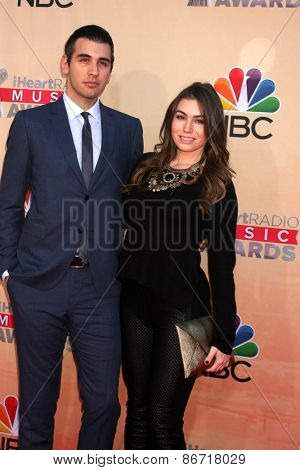 LOS ANGELES - MAR 29:  Nick Simmons, Sophie Simmons at the 2015 iHeartRadio Music Awards at the Shrine Auditorium on March 29, 2015 in Los Angeles, CA