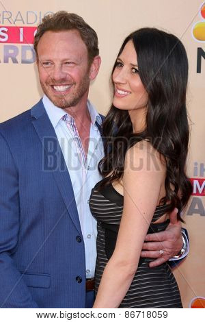 LOS ANGELES - MAR 29:  Ian Ziering, Erin Kristine Ludwig at the 2015 iHeartRadio Music Awards at the Shrine Auditorium on March 29, 2015 in Los Angeles, CA