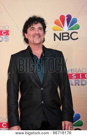 LOS ANGELES - MAR 29:  Scott Borchetta at the 2015 iHeartRadio Music Awards at the Shrine Auditorium on March 29, 2015 in Los Angeles, CA