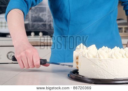Woman cuts the cake