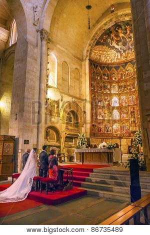 Marriage Groom Bride Ancient Apse House Old Salamanca Cathedral Spain