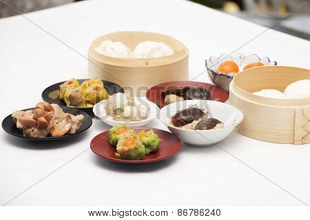 Group Of Stream Dim Sum Chinese Food (selective Focus)