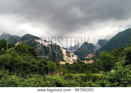 Carrara-marble Quarrying