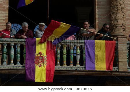 Fahnen auf dem Balkon