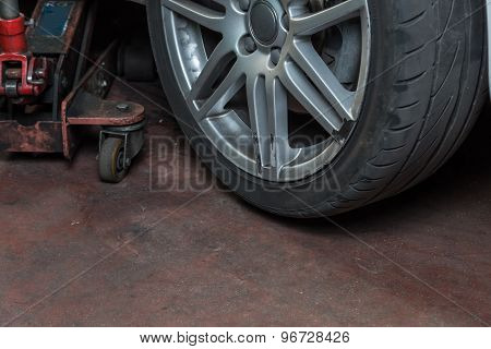 Tire and Service Jack