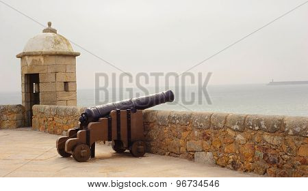 Guardian tower with cannon in Queijo Castle