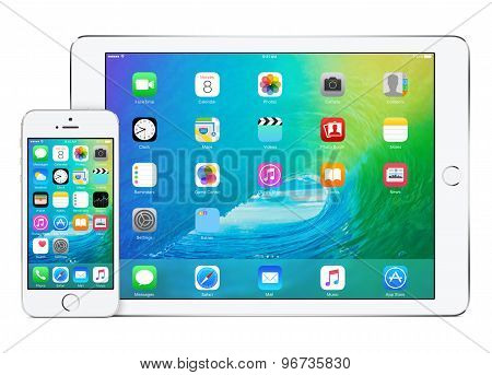 Apple Ipad Air 2 With Ios 9 In Landscape Orientation And Iphone 5S In Portrait Orientation