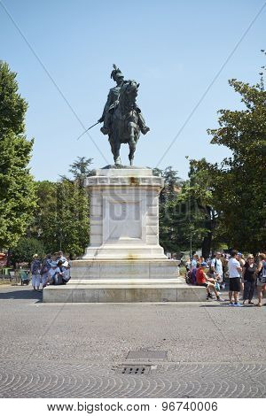 VERONA, ITALY - JULY 13: Tourists resting by statue of Victor Emanuel II in Piazza Bra. July 13, 2015 in Verona.