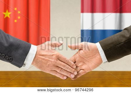 Representatives Of China And The Netherlands Shake Hands