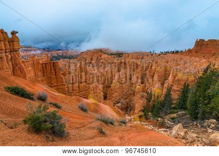 Thick Clouds Covering Peek-a-boo Loop Trail Bryce Canyon