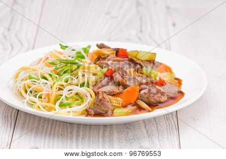Cantonese Beef With Noodles