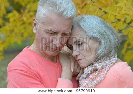 Senior couple relax in autumn park