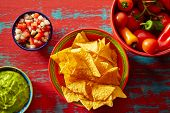 picture of nachos  - Nachos with guacamole pico de gallo sauce and chii peppers - JPG