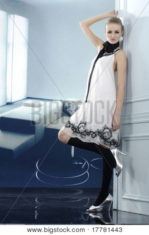 Fashion model with handbag. posing in the studio