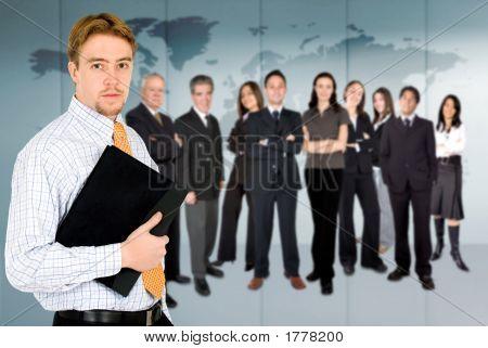Kaufmann mit Business Team