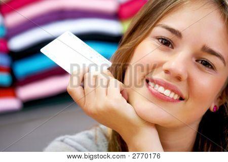 Mulher - cartão de crédito