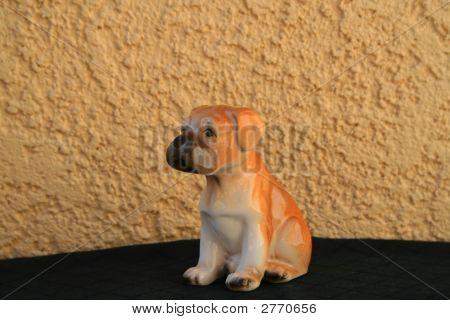 Boxer cachorro estatuilla