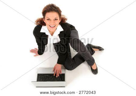 Empresaria sentado con Laptop