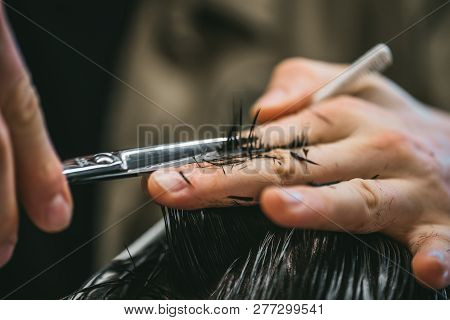 Mens Hairstyling And Haircutting In
