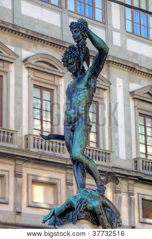 Estátua de Perseu matar Medusa - Loggia del Lanzi (Piazza della Signoria, Firenze, Italia)