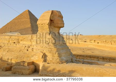 Sphinx and egyptian pyramid
