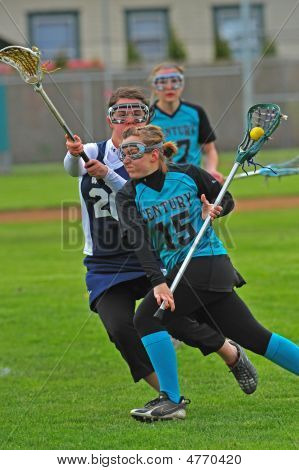 Girls Varsity Lacrosse Out Maneuvering