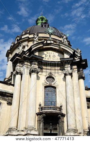 Fachada do dominicano Igreja de Corpus Christi, lviv, Ucrânia.Vista da prefeitura