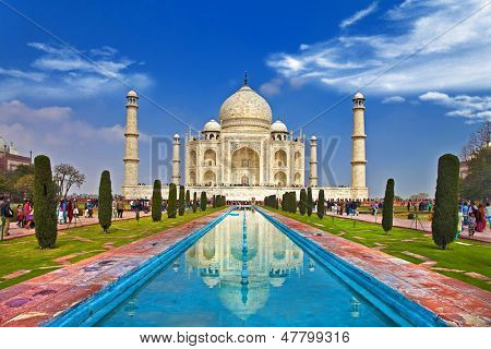 Taj mahal front view with reflection