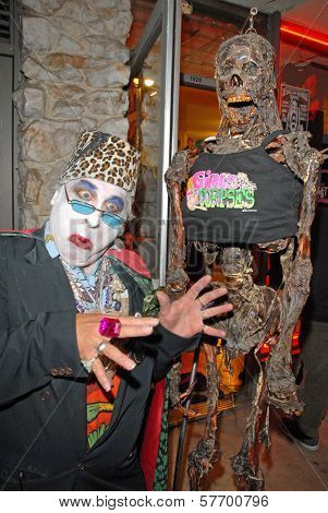 Count Smokula at the Magazine release party for GIRLS AND CORPSES, Vol. 3, Hyaena Gallery, Burbank, CA. 08-15-09