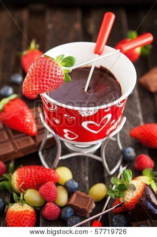 Chocolate Fondue With Fresh Berries