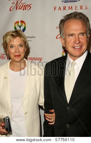Annette Bening and Warren Beatty  at the 2009 Noche De Ninos Gala. Beverly Hilton Hotel, Beverly Hills, CA. 05-09-09