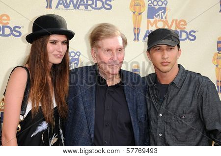Sumner Redstone  at the 2009 MTV Movie Awards Arrivals. Gibson Amphitheatre, Universal City, CA. 05-31-09