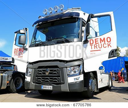 White Renault T480 Truck For Long Haul In A Show