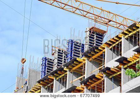 Concrete formwork and crane
