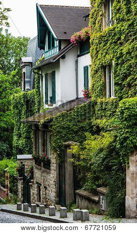 Pittoresque house  in Montmartre, Paris
