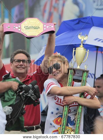 Winner Miki Sudo with belt & trophy