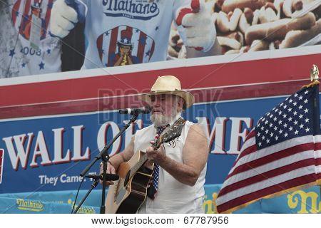 Singing a patriotic hotdog song