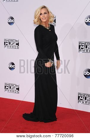 LOS ANGELES - NOV 23:  Jenny McCarthy arrives to the 2014 American Music Awards on November 23, 2014 in Los Angeles, CA