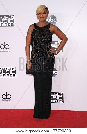 LOS ANGELES - NOV 23:  Mary J. Blige arrives to the 2014 American Music Awards on November 23, 2014 in Los Angeles, CA