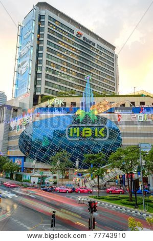 Traffic On Street And Mbk's Most Shopping Mall